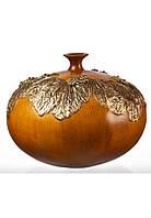 Ваза из полистоуна светло-коричневого цвета в форме тыквы с узором из листьев (26см)купить в подарок.