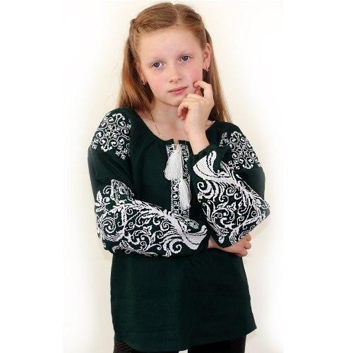 Детская вышитая блуза на зеленом льне