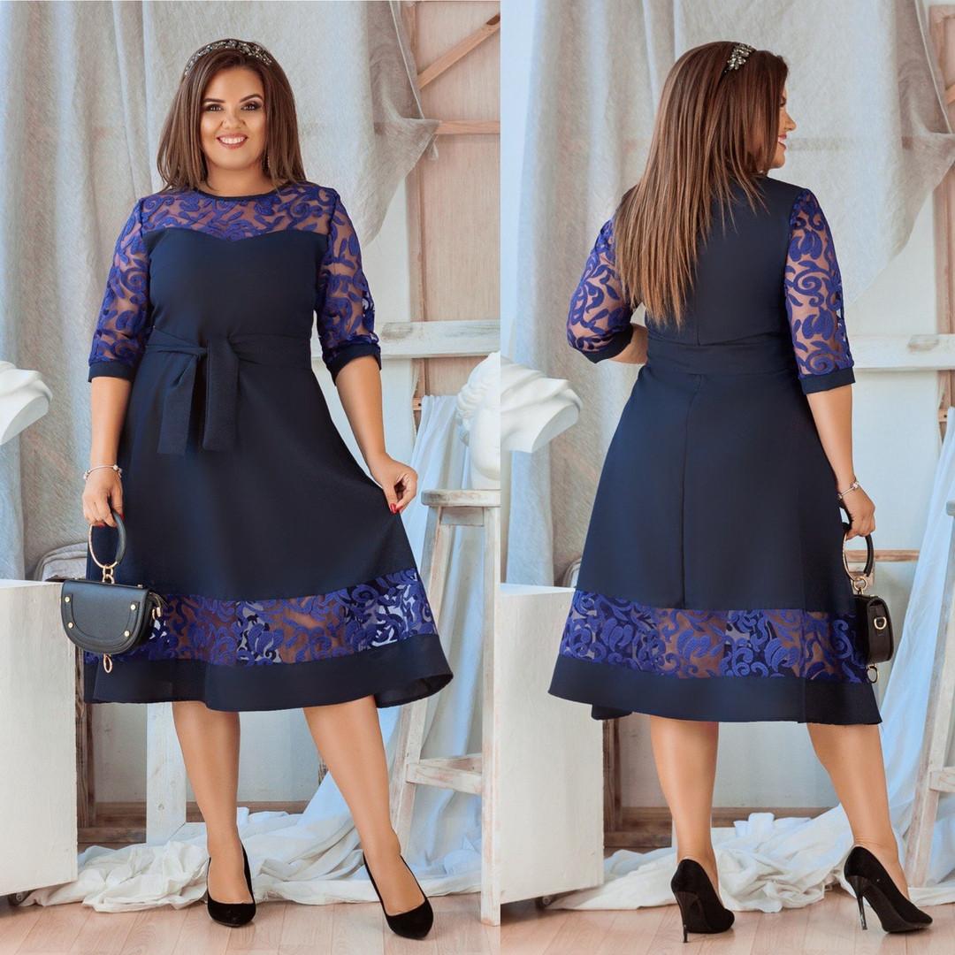 Женское платье-миди с гипюровой вставкой синее