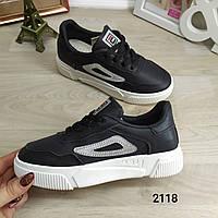 Женские черные кроссовки на каждый день. Стильная модель
