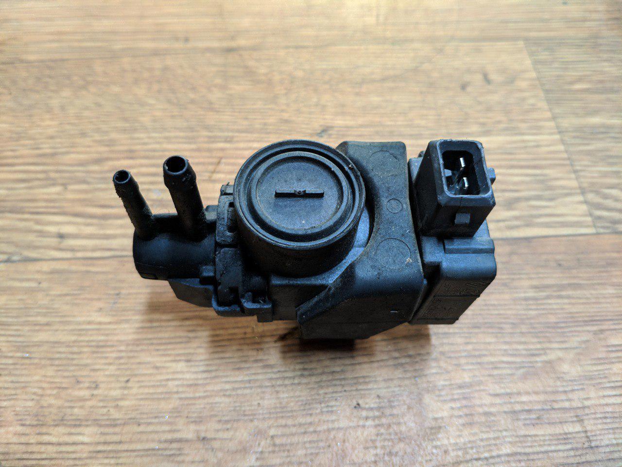 Клапан управління турбіною Renault Trafic, Opel Vivaro, 2.0, 2011-2014, 149566215R (Б/У)
