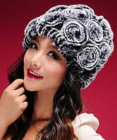 Женская шапка из меха кролика рекс серая с розами