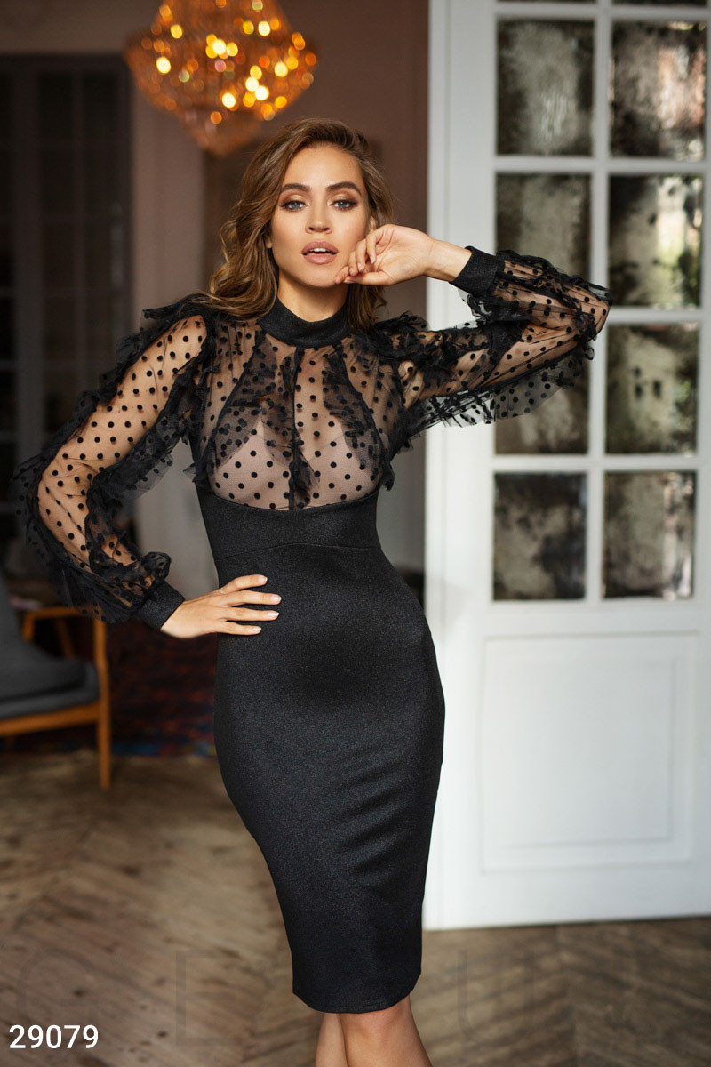 Черное эффектное платье с оборками