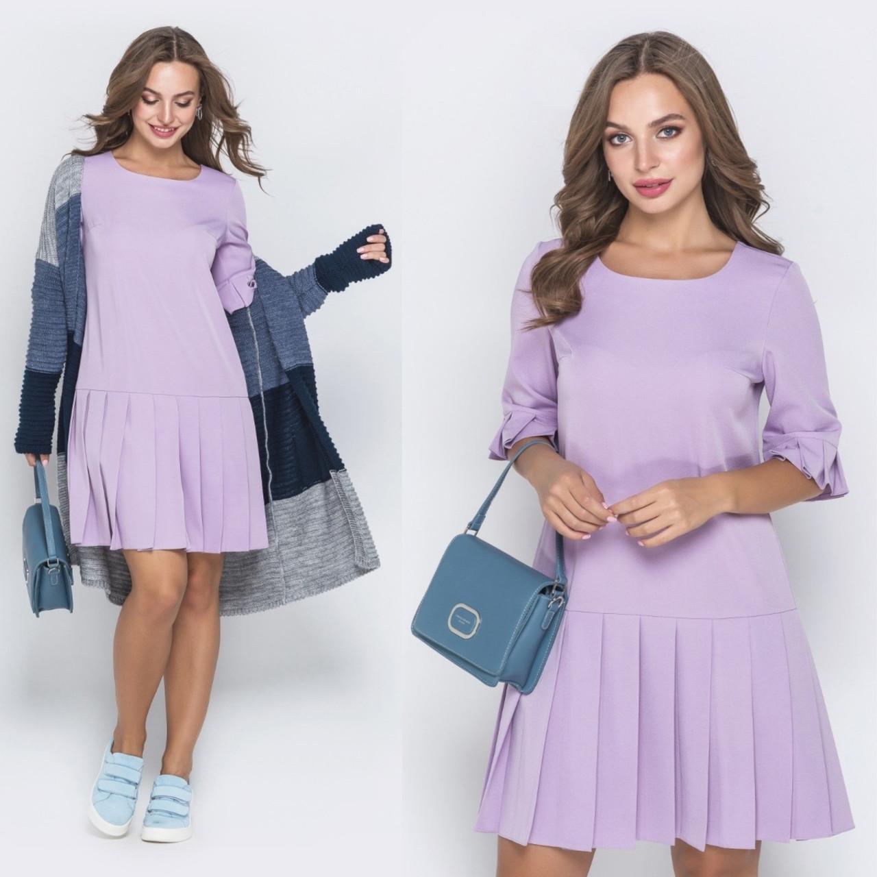 Лиловое женское платье из костюмной ткани с отделкой плиссе