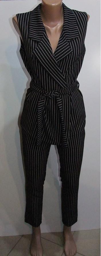 Костюм женский классический в полоску арт 4800,размеры  M  ,цвет черный.