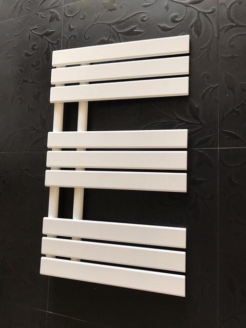 Чорні і білі дизайнерські рушникосушки