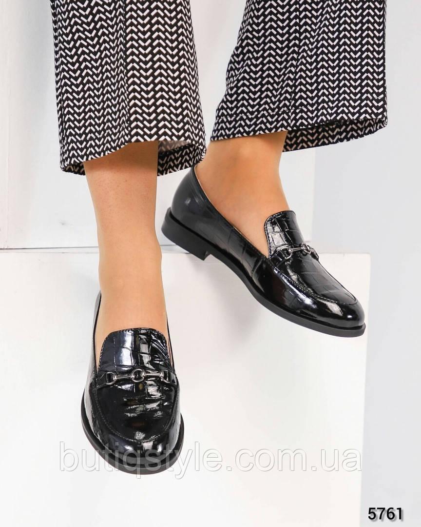 Женские черные туфли с пряжкой натуральная глянцевая кожа с тиснением