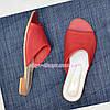Шлепанцы женские кожаные кораллового цвета на плоской подошве, фото 4