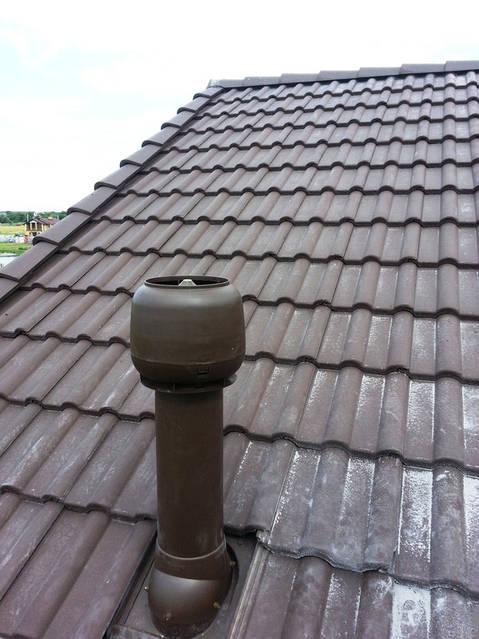 Естественная вентиляция дома (вентиляционный выход на крышу).