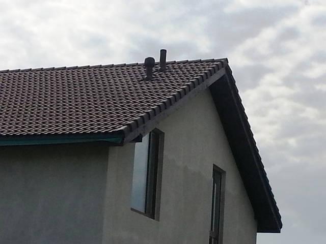 Кровельные вентиляционные выходы (естественная вентиляция дома).