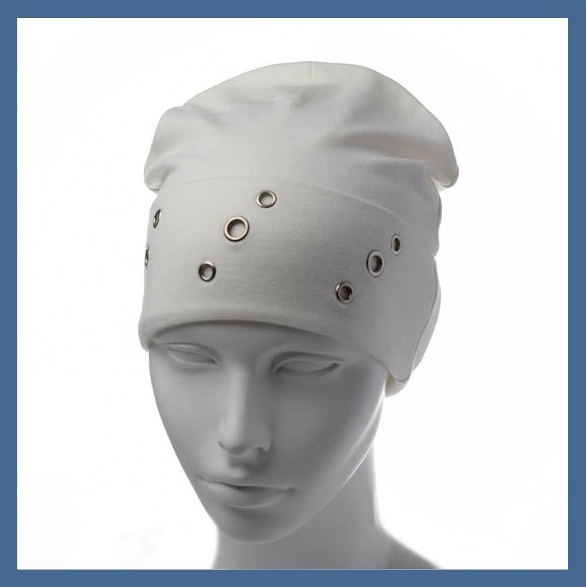 Трикотажная шапка  с отворотом и люверсами