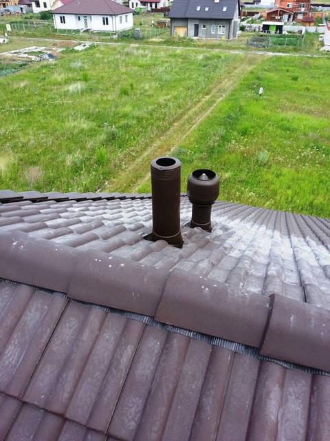 Установка выхода канализационного стояка и вентиляционного выхода.
