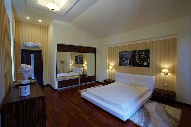 Двуспальная кровать с мягким изголовьем 2300\1900мм
