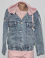 Куртка джинсовая женская, с розовым трикотажным капюшоном