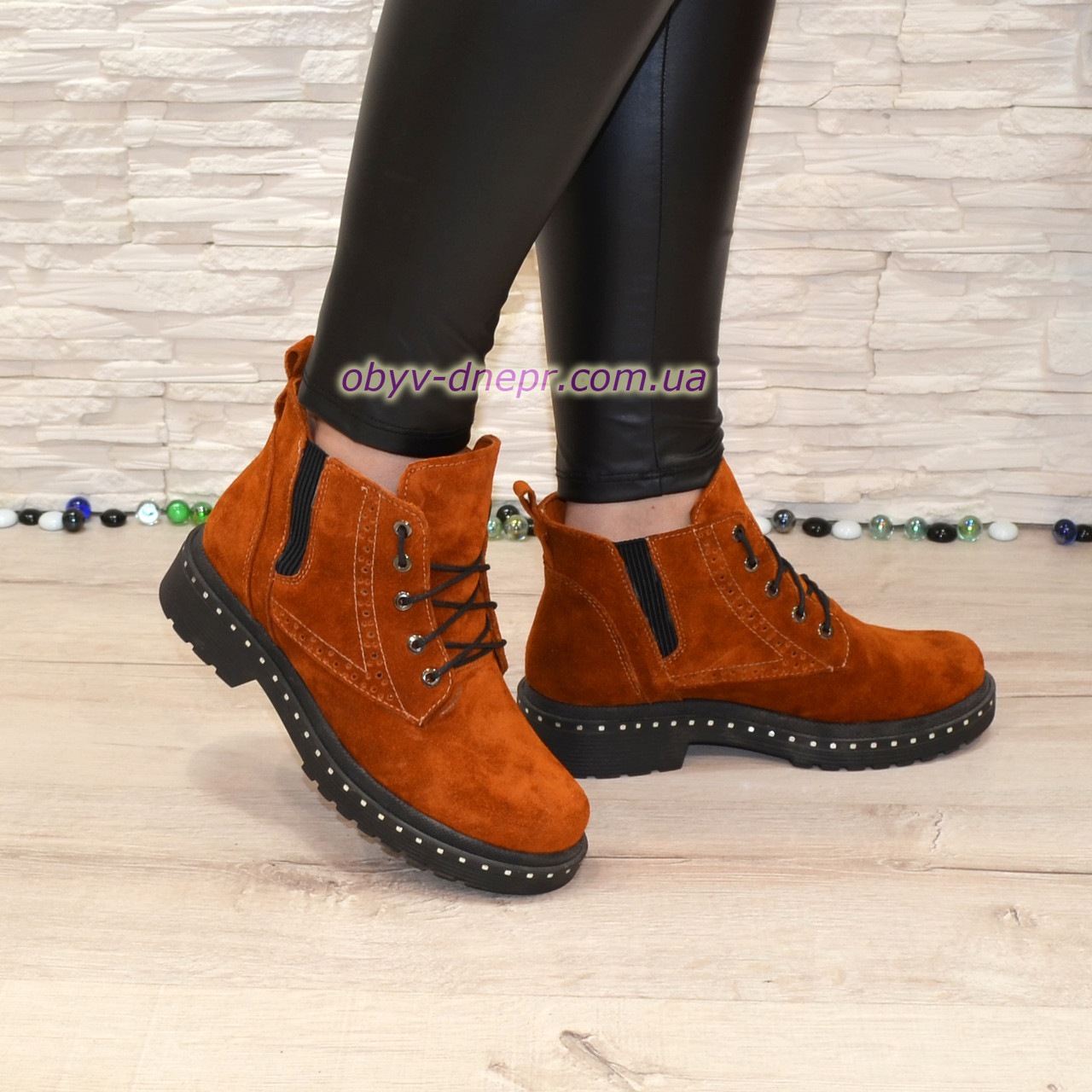 Ботинки женские зимние на маленьком каблуке, на шнурках Цвет рыжий