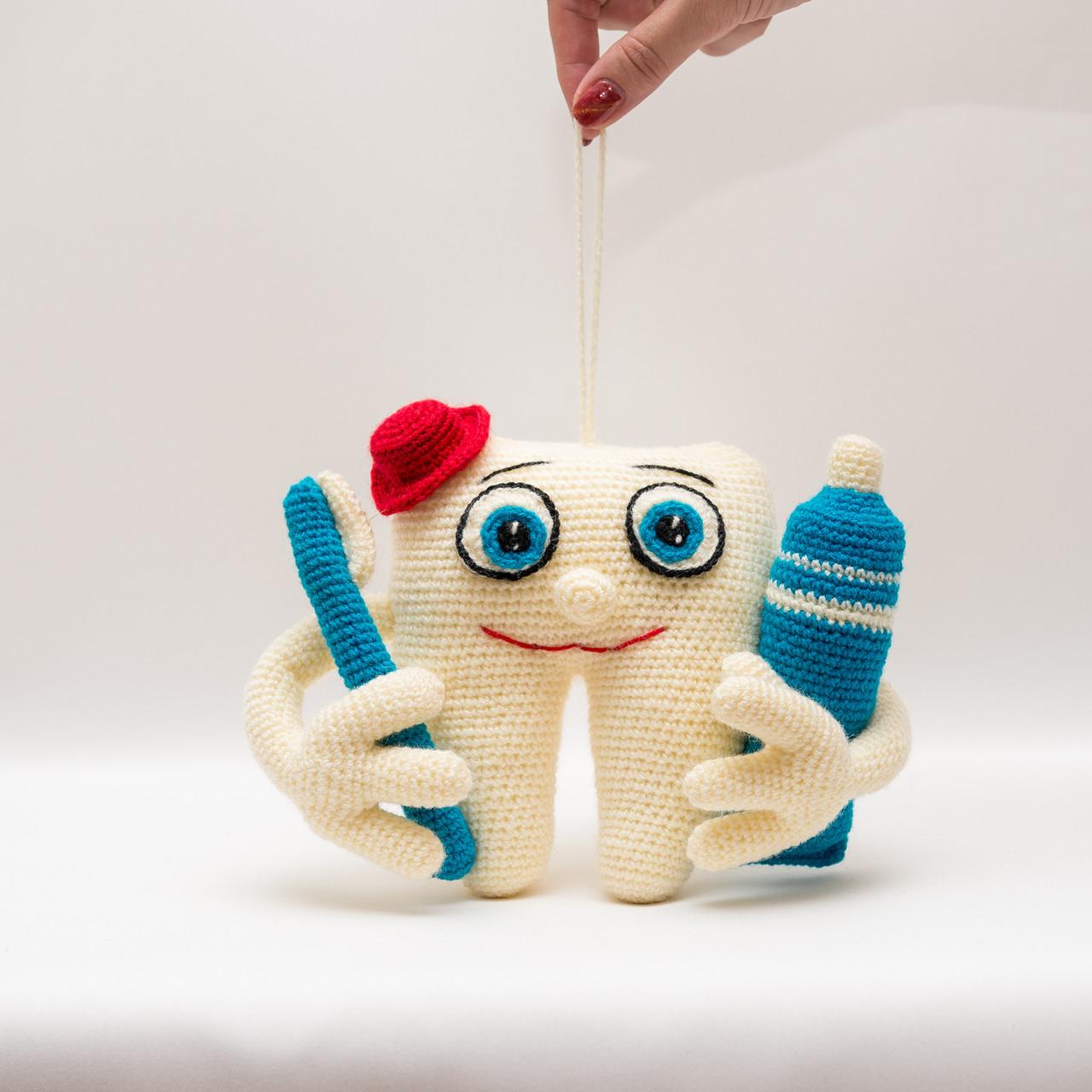 Зуб стоматолог  Vikamade вязанные игрушки от Танюшки
