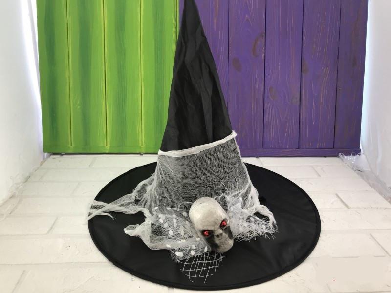 Шляпа с паутиной и черепом