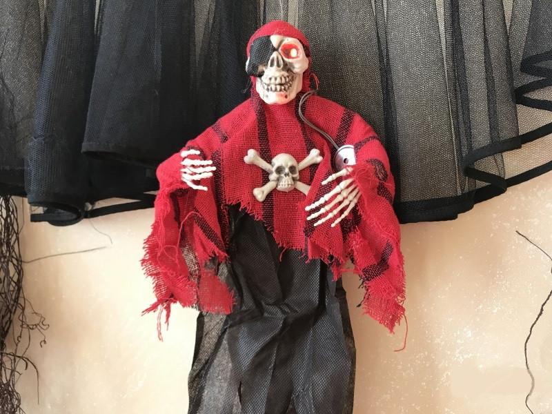 Кукла Череп в красном подвесная