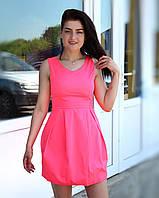 Яркое розовое летнее платье сарафан