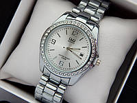 Q&Q - женские наручные часы с камушками, серебро с серебряным циферблатом, дата, фото 1