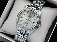 Q&Q - жіночі наручні годинники з камінчиками, срібло з срібним циферблатом, дата, фото 1