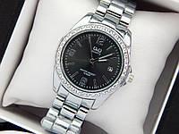 Женские наручные часы с Q&Q серебро с черным циферблатом, камушки, отображение даты
