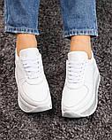 Стильные белые кроссовки женские на декорированной подошве, фото 2