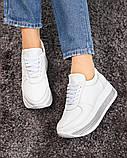 Стильные белые кроссовки женские на декорированной подошве, фото 3