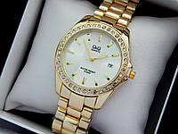 Q&Q - женские наручные часы с камушками, золото с белой полосой на циферблате, дата, фото 1
