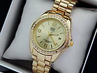 Q&Q - женские наручные часы с камушками, золото с золотым циферблатом, дата, фото 1