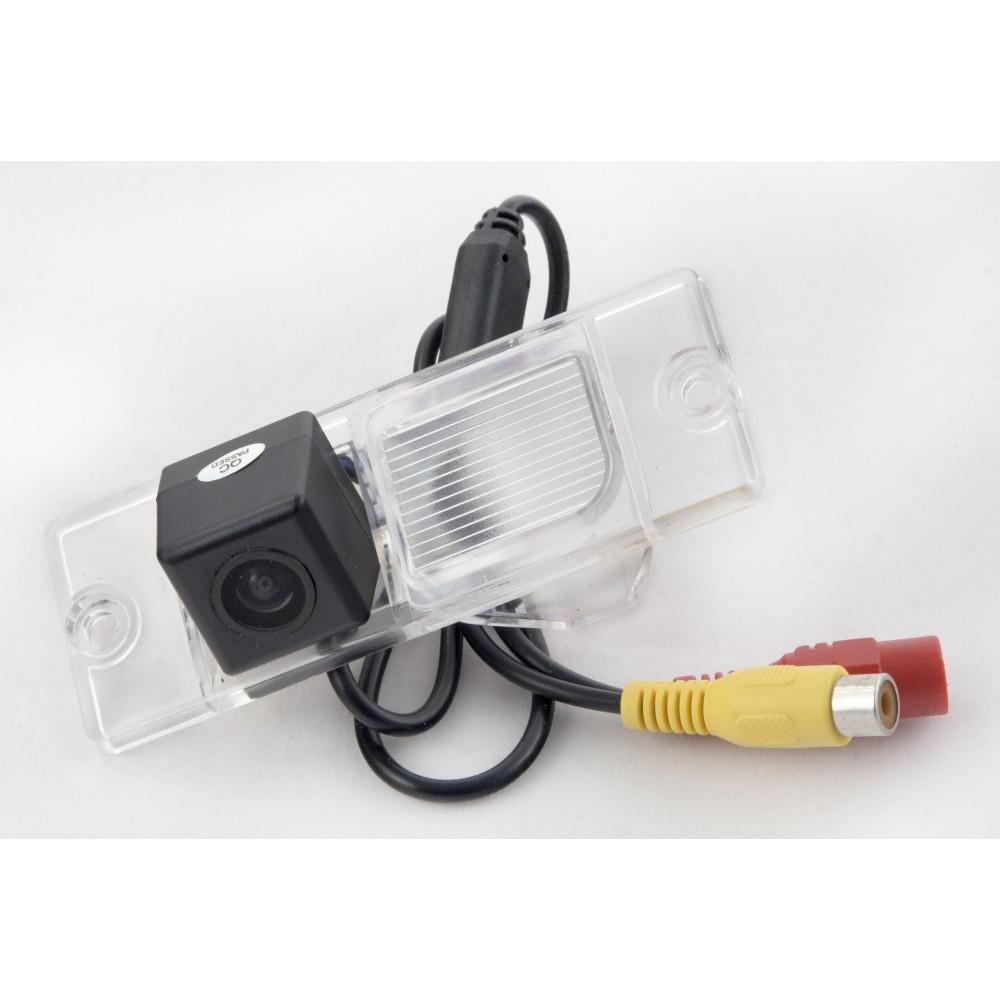 Штатная камера заднего вида iDial CCD-137 Mitsubishi Pajero Wagon 3/4 (1999-н.в.), Pajero Sport (1996-2009)