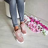 Женские зимние замшевые кроссовки на высокой подошве (пудра), фото 7