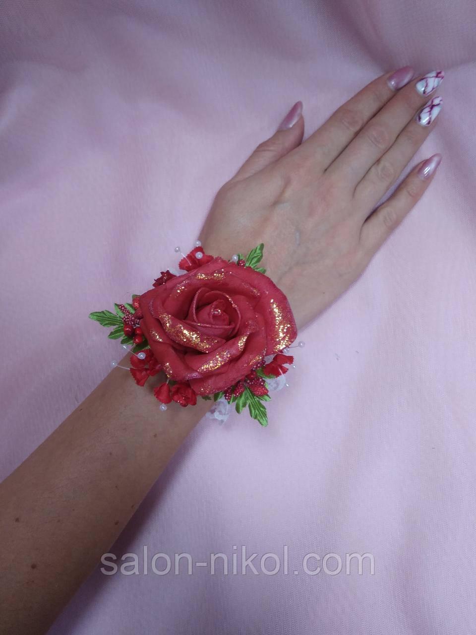 Браслет из цветов на руку свидетельнице (большая роза бархат красная).