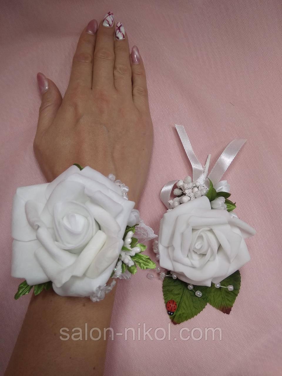 Свадебный набор бутоньерок для свидетелей белый