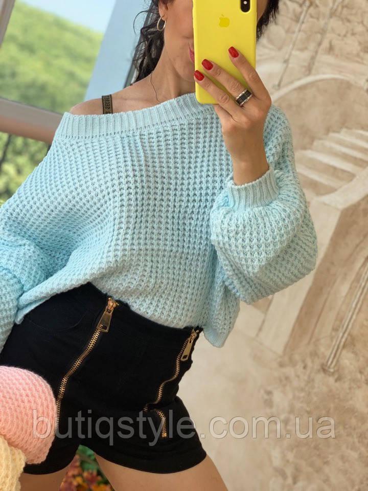 Затишний жіночий светр великої в'язки