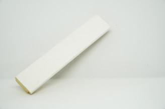 Багет дерев'яний білий з патиною