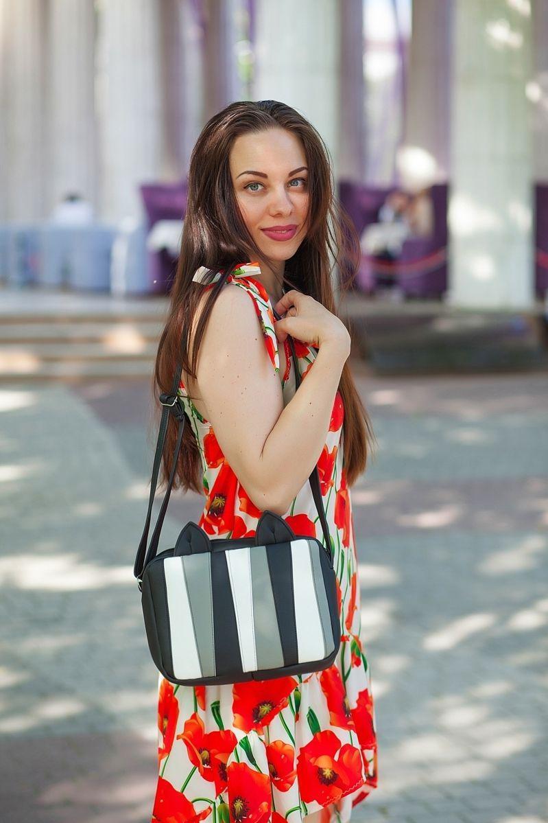 Женская монохромная прямоугольная сумочка с ушками Мур E007