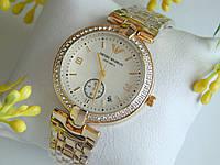 Женские часы Emporio Armani золотого цвета с белым циферблатом и хронографом