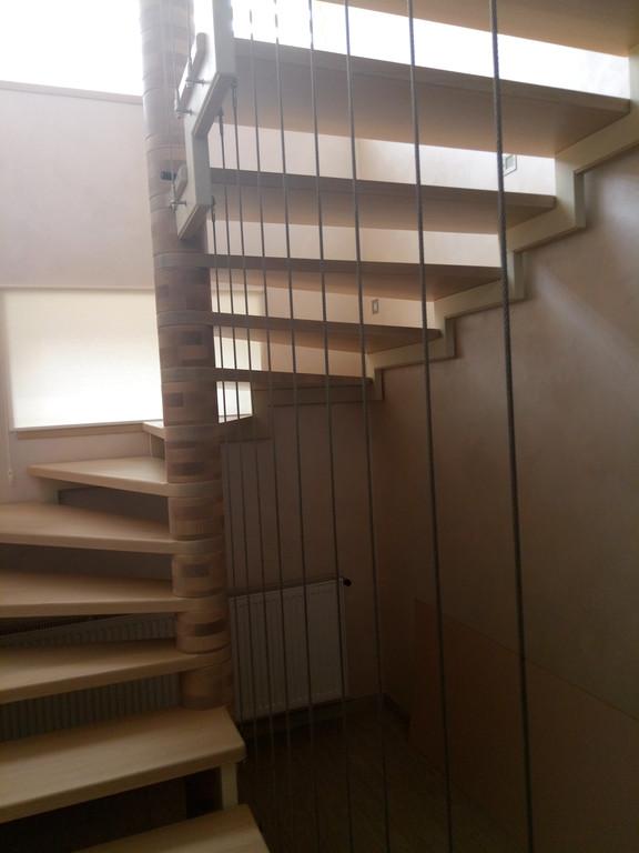 вертикальное тросовое ограждение винтовой лестницы. Запорожье, 2019 год. 2