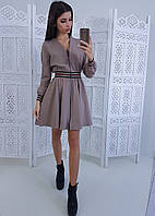 Бежевое приталенное платье на молнии с полосками