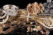 Дивовижні жіночі браслети, кулони, кольє, брошки