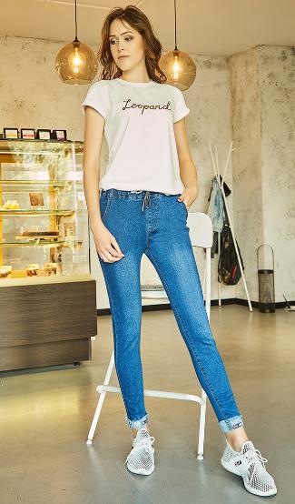 Молодёжные современные джинсы