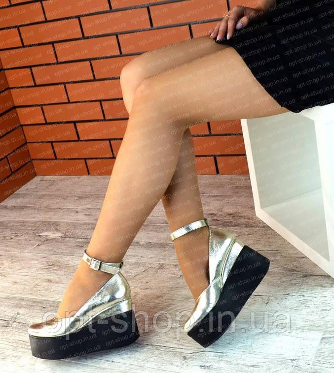 Жіночі туфлі на танкетці