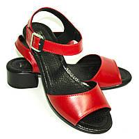 Красные, кожаные женские босоножки на невысоком устойчивом каблуке