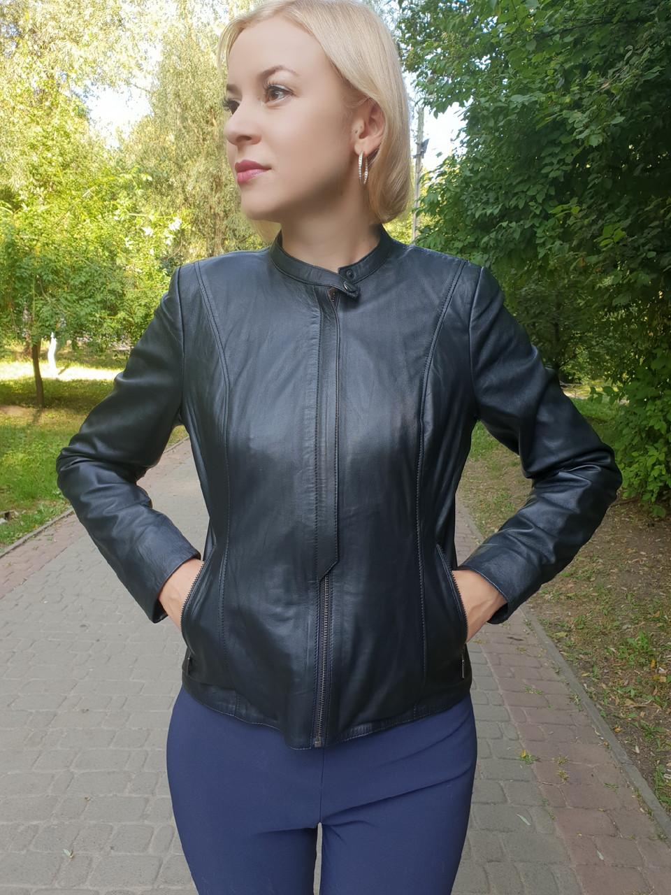 Женская кожаная куртка с коротким воротником