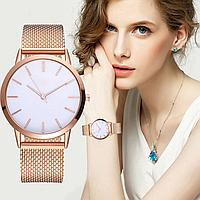 Наручные часы с золотистым ремешком, фото 1
