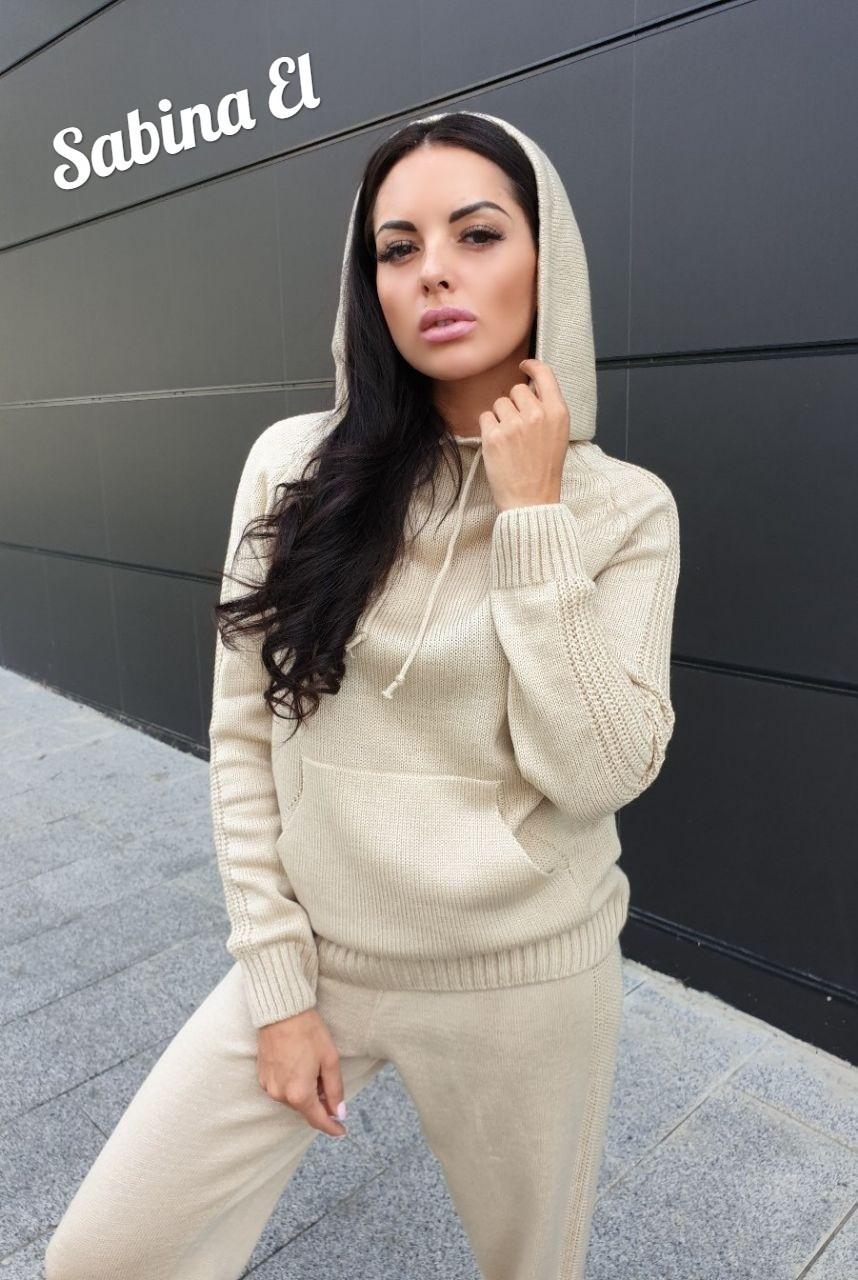 Вязаный женский костюм с худи и штанами на манжетах 710134