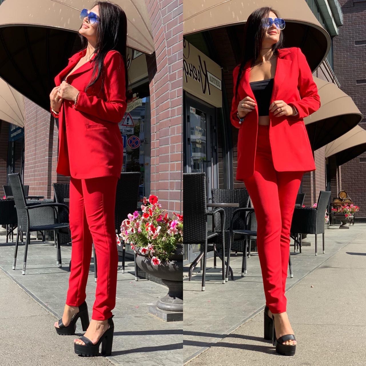 Женский брючный костюм с зауженными брюками и пиджаком 5810138