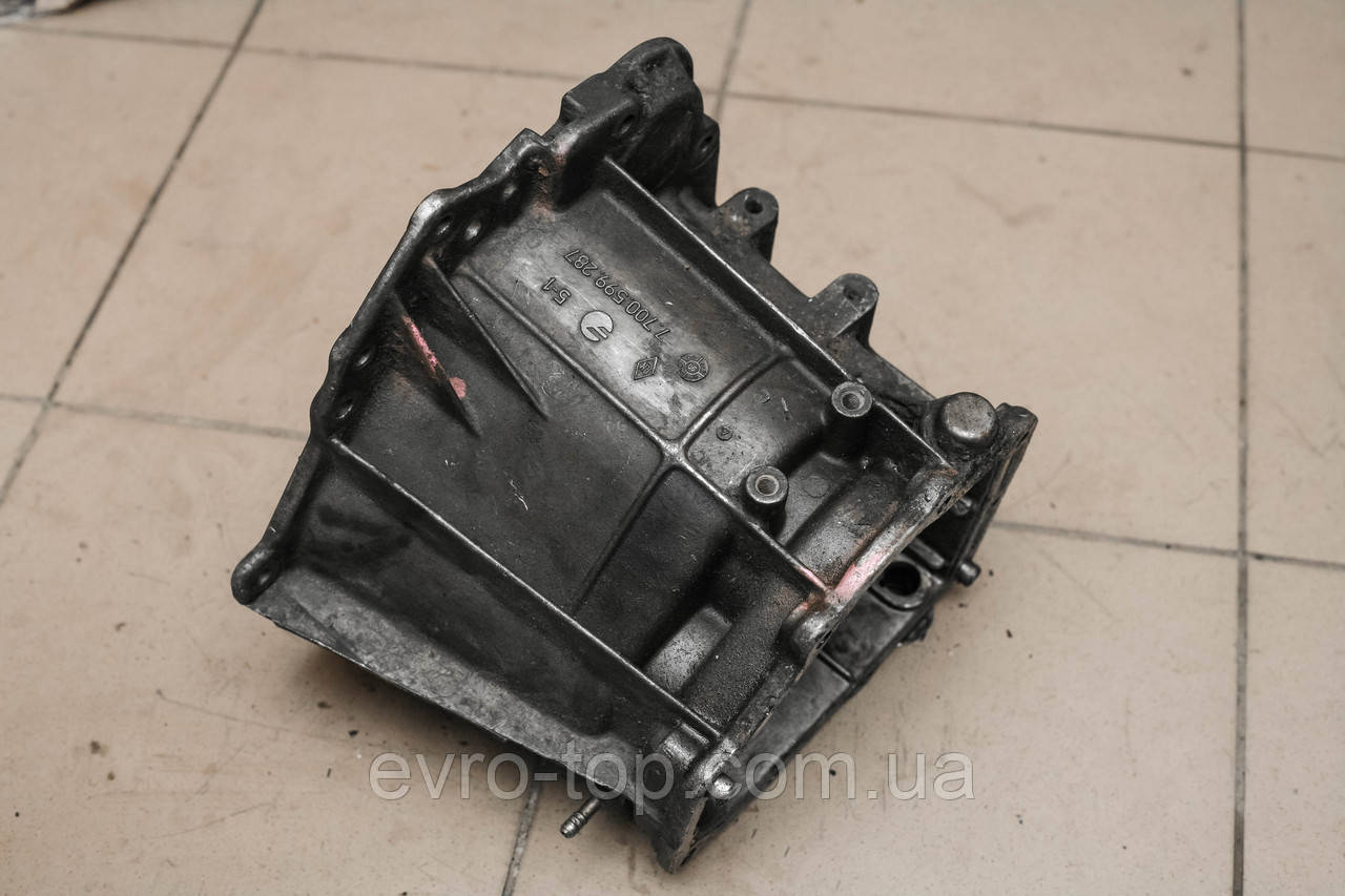 Корпус КПП (средняя часть) механическая зад Renault Trafic 2.1D 2.5D 1980-2001 7700599287