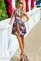 Женское разноцветное платье короткое приталенное без рукавов атлас